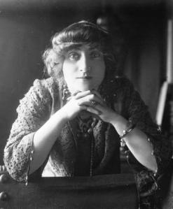 Valentine_de_Saint-Point_1914
